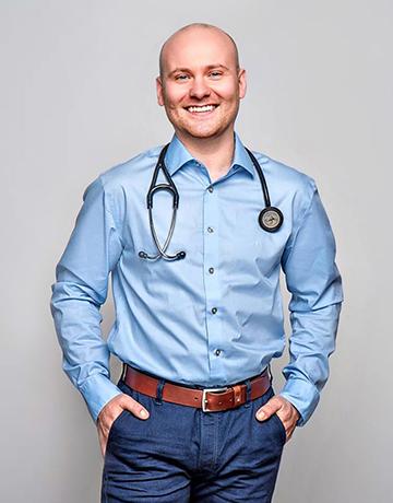 lekarz med. Mikołaj Wiśniewski